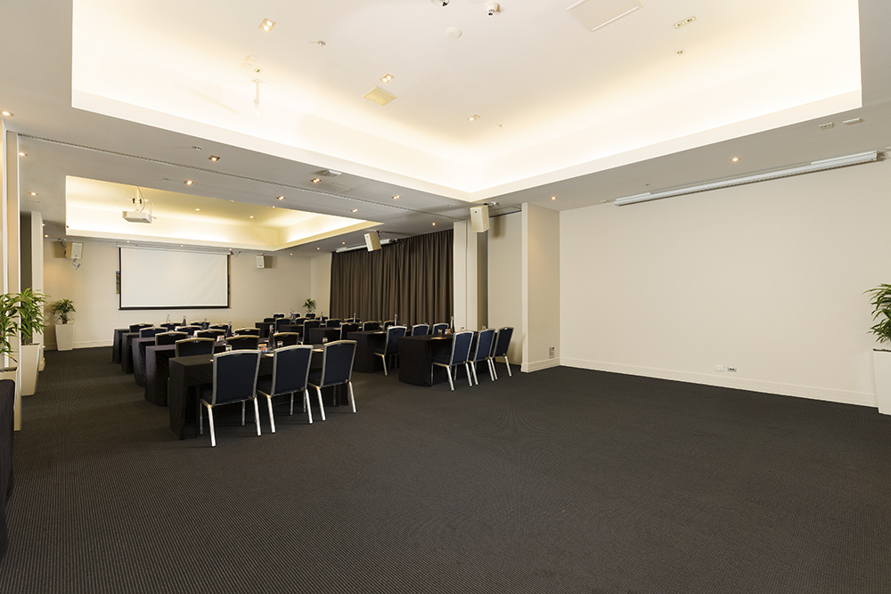 hotel photography of one of the large spaces at Rydges Hotel Auckland